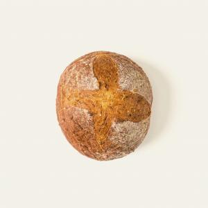 Pane impastato con farina di farro, dal sapore robusto e rustico.